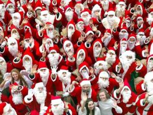 Ребенок спрашивает - а чего это все Деды Морозы разные?! их много что ли...