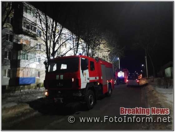 По прибуттю пожежно-рятувальних підрозділів на місце виклику було встановлено, що горить 7 м2 домашніх речей, меблів та побутових електроприладів в квартирі на 2-му поверсі 5-ти поверхового житлового будинку.