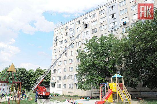 10 липня о 15:24 до Служби порятунку «101» надійшло повідомлення про пожежу в одній із квартир на 8-му поверсі 9-поверхового житлового будинку на просп. Університетському м. Кропивницький.