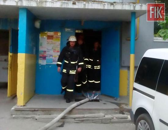 на вул. Попова виникла пожежа