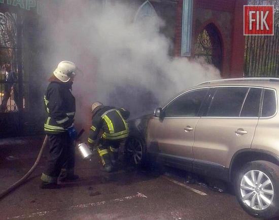 У Кропивницькому напроти входу у Дендропарк горіла автівка