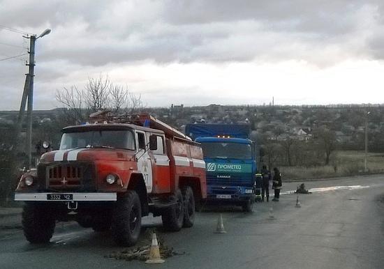 12 грудня о 07:37 до Служби порятунку «101» надійшло повідомлення про те, що в смт Новгородка причіп вантажного автомобіля «КАМАЗ» при виїзді на підйом занесло на зустрічну смугу.