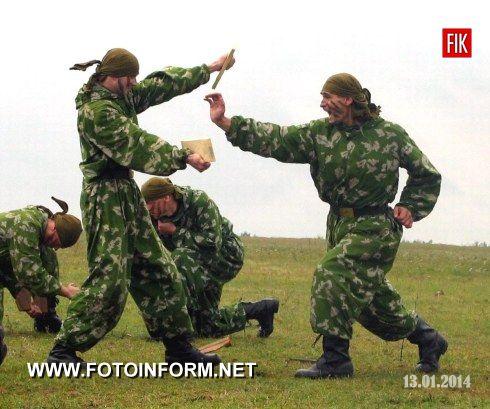 В Обласному, міських та районних військових комісаріатах Кіровоградщини триває активна робота з відбору кандидатів для комплектування військових частин та з'єднань Збройних Сил України.