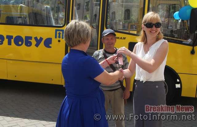 У Кропивницькому 12 шкіл отримали нові автобуси