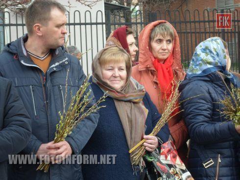 праздничную литургию в Украинской автокефальной православной церкви Святого Владимира