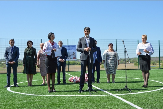 На Кіровоградщині відкрили стадіон зі штучним покриттям (ФОТО)