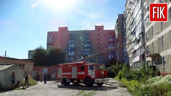 До Служби порятунку «101» надійшло повідомлення від сусідки про пожежу у житловій дев'ятиповерхівці по вул.Армійській м. Олександрії.