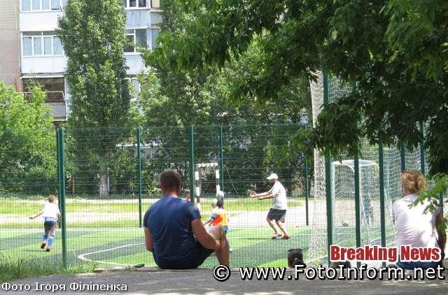 Сьогодні, 27 червня, у місті Кропивницький багато містян познімали медичні маски та не витримують соціальну дистанцію, повідомляє FOTOINFORM.NET