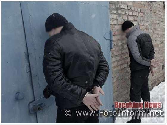 Нині доведено причетність осіб до 6 епізодів злочинної діяльності. Суму завданих злочинами збитків потерпілі обраховують більше ніж на мільйон гривень.