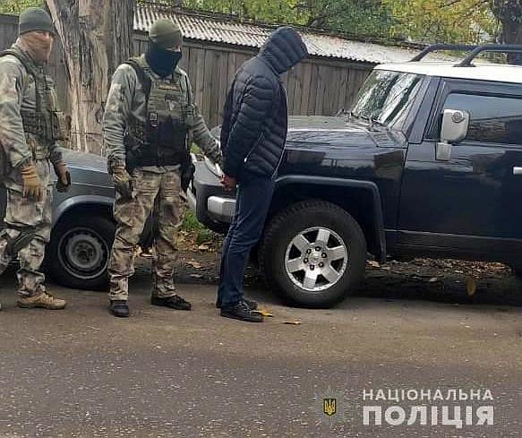 У Кропивницькому двоє чоловіків викрадали елітні автомобілі