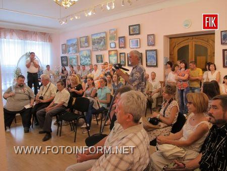 Кіровоград: відкрилась виставка «Палітра кольорового життя» (фото)