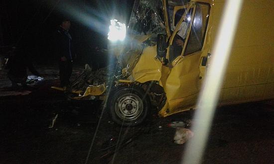 Внаслідок зіткнення автомобілів «Форд Транзит» та «Рено Магнум» були травмовані водій та пасажирка Форда.