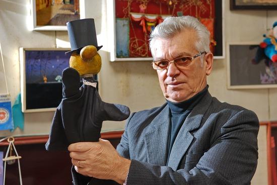 Сьогодні - 5-і роковини від дня смерті беззмінного головного художника Кіровоградського академічного обласного театру ляльок - Остапенка Василя Макаровича.