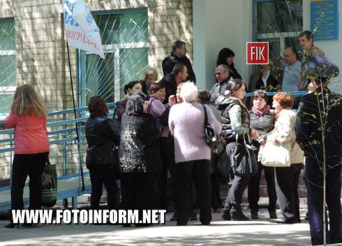 27 квітня у Кіровограді за ініціативою представників Кіровоградської громадської організації «Кредитний Майдан» продовжувалася акція протесту.