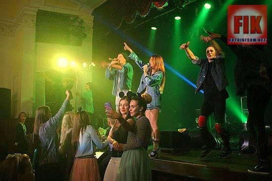 В зале областной филармонии состоялся концерт известной украинской группы «Время и Стекло».