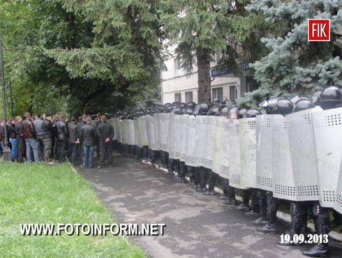 Кіровоградщина: за оперативним планом «Хвиля» міліція приборкала порушників громадського порядку (ФОТО)