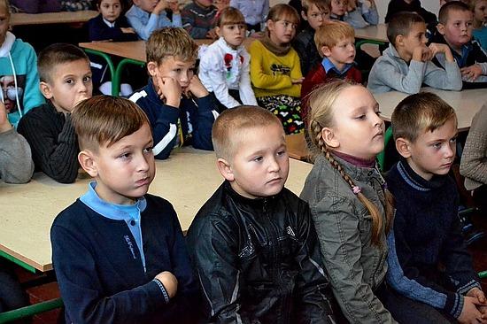 «Захистись – засвітись!» Під таким гаслом пройшов форум, присвячений питанню профілактики дитячого дорожньо-транспортного травматизму у рамках тижня безпеки дорожнього руху, на Кіровоградщині.