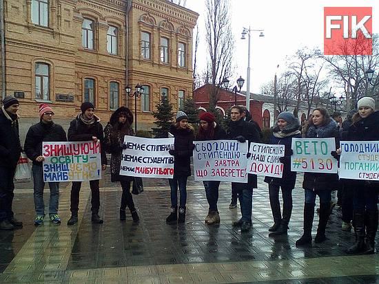 Сегодня, 20 декабря, студенты областного центра провели акцию протеста против новой системы назначения стипендий.