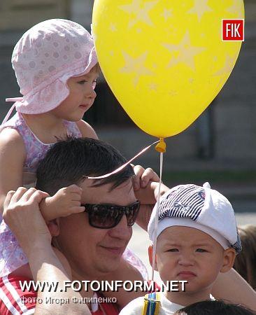 Кировоград: малышня уже с детства учится принимать участие в акциях (фоторепортаж)