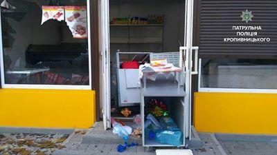 Кропивницький: на селищі Новому розгромили магазин
