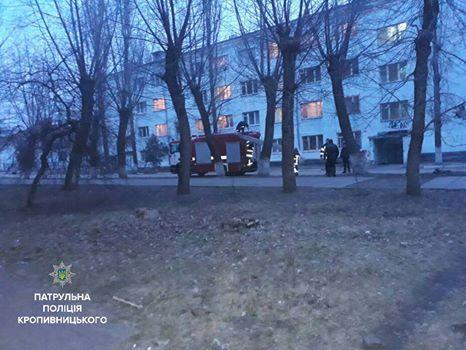 Вчора, 10 березня, близько 17-ї години, на 102 надійшов виклик, що чоловік пустив газ у власній оселі та погрожує підірвати будинок