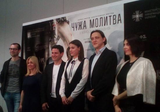 """Фільм про великий подвиг тендітної, але безстрашноï дівчини """"Чужа молитва"""" режисера Ахтема Саïтаблаев вже сьогодні, 18 травня, в день пам'яті депортації кримського народу, виходить на широкі екрани України."""