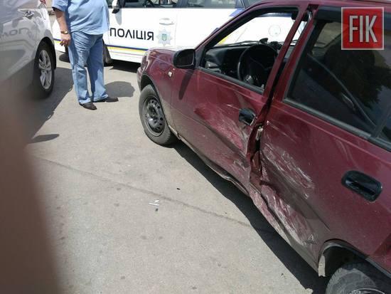 У Кропивницькому під час автомобільного затору сталося ДТП (ФОТО)