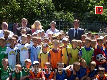 Кіровоград: відкрився новий спортивний майданчик (ФОТО)