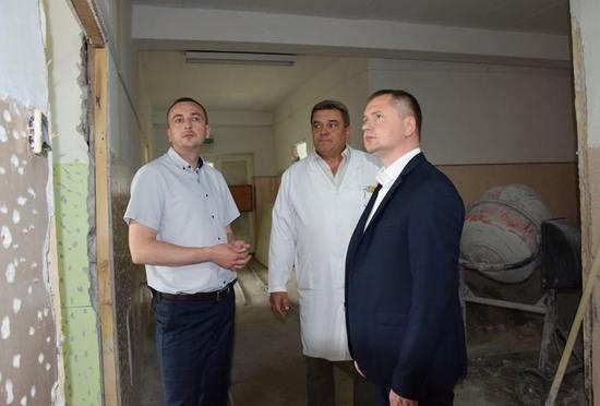 Під час робочої поїздки до Петрового, заступник голови облдержадміністрації Андрій Коломійцев побував у центральній районній лікарні.