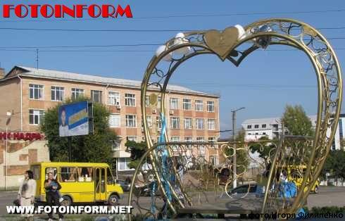 В центре Кировограда появился новый памятник влюбленным , кировоград