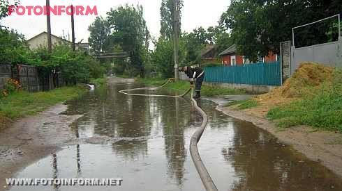 На Кіровоградщині рятувальники попередили падіння дерев та відкачали воду (фото)