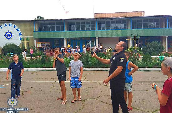 Працівники відділу ювенальної превенції поліції області разом із представниками облдержадміністрації та управління ДСНС в області відвідали дитячий оздоровчий табір «Бригантина» у селищі Новоархангельськ.