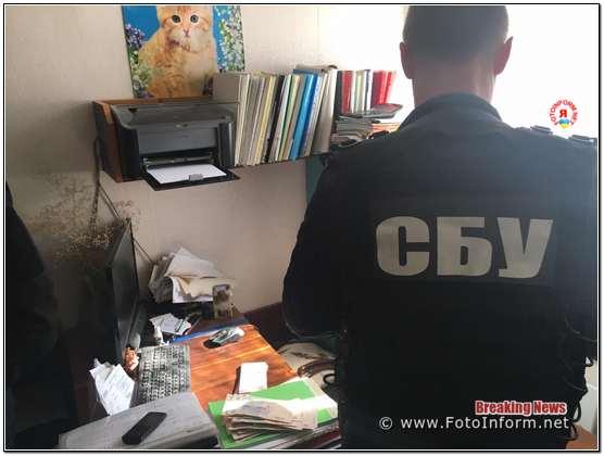 Депутата Світловодської міської ради, який незаконно втручався у діяльність місцевого бізнесу, затримала на хабарі Служба безпеки України.