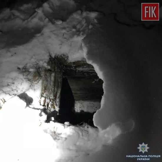 На Кіровоградщині 9-річний хлопчик провалився під сніг у яму для зберігання овочів