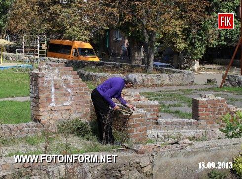 Кировоград: воровство на детской площадке (ФОТО)