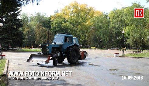 Кировоград: Ковалевский парк готовят к торжествам (ФОТО)
