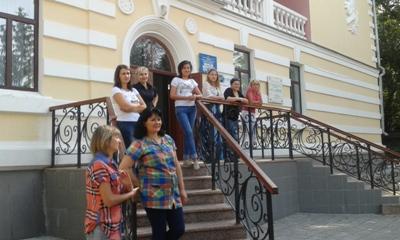 Колектив Кіровоградської обласної дитячої бібліотеки імені Гайдара організував збір допомоги для військових – учасників антитерористичної операції на сході України.