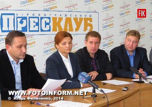 Сегодня, 7 октября, в Кировоградском пресс - клубе кандидаты в народные депутаты Украины по 99-му избирательному округу подписали два Меморандума о честных выборах.