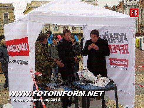 Вчера на центральной площади нашего города состоялась акция, под названием «Подстрели ПУТлера».