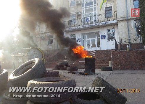 В Кировограде снова жгут шины (фоторепортаж)