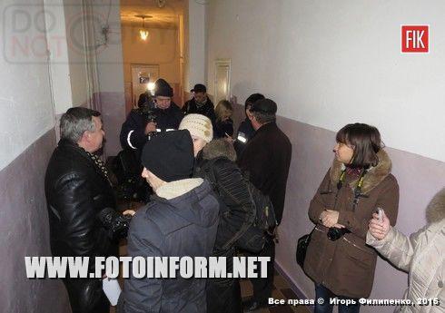 Вчера, 3 марта, кировоградские журналисты смогли увидеть, как коммунальные службы города подготавливают подвалы многоэтажек к использованию их в качестве укрытий.