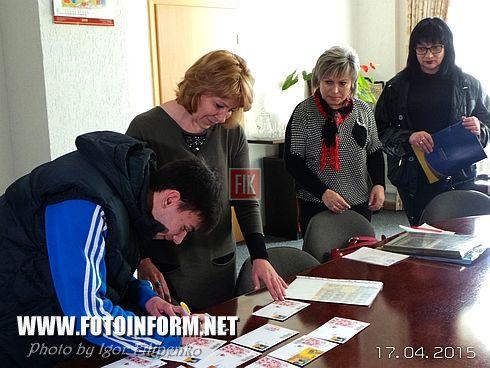 Вчера, 17 апреля, неожиданный сюрприз получил на свое 18-летие Антон Никитин. Его семья в поисках оригинального подарка Антону к знаменательной дате остановила свой выбор на проекте Укрпочты «Власна марка» .