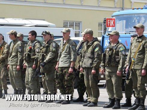 Сегодня, 1 мая, родные и близкие встретили воинов батальона «Кировоград», которые вернулись домой с зоны проведения АТО, фото Игоря Филипенко