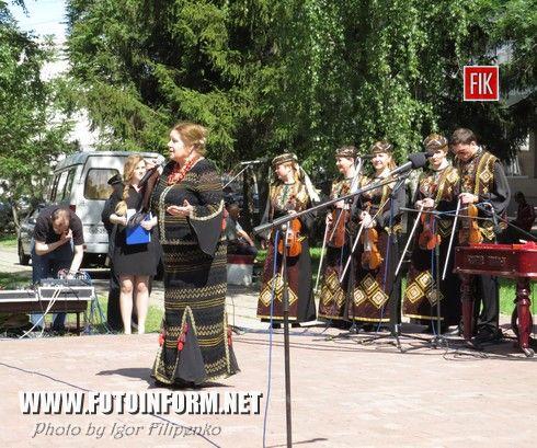 возле памятника Т.Г. Шевченко