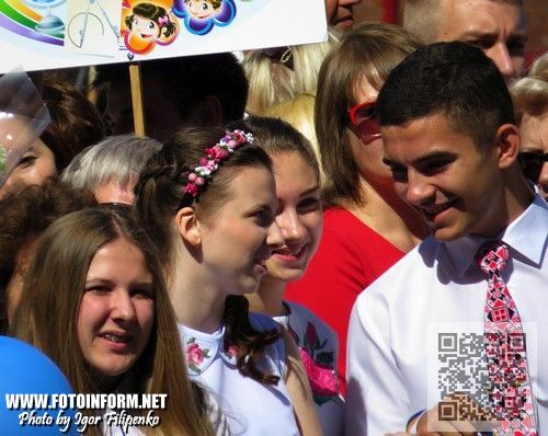 Сегодня, 30 мая, на площади перед зданием Кировоградского городского совета состоялась торжественная церемония вручения наивысшими школьными наградами.