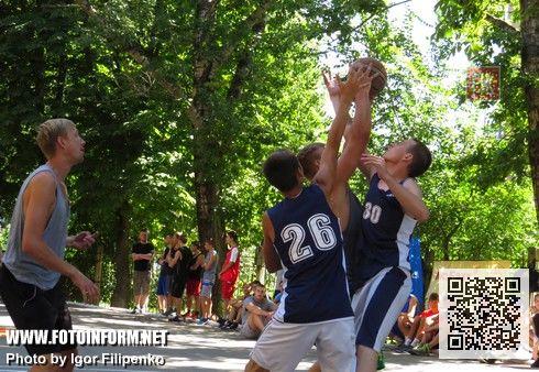 Сегодня, 9 августа, на спортивной площадке Педагогического университета им. Владимира Винниченко проходит турнир по уличному баскетболу«Kirovograd prospekt ghetto cup».
