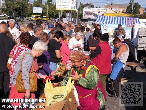 на площади имени Богдана Хмельницкого состоялась предпраздничная ярмарка сельскохозяйственной продукции, сообщает FOTOINFORM.NET.