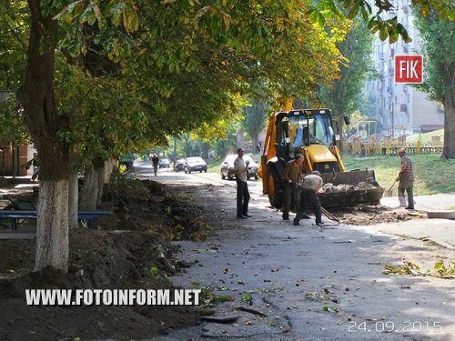 Сегодня, 24 сентября, в Кировограде по улице Зинченко, 5 начались работы по ремонту внутридомовых дорог.