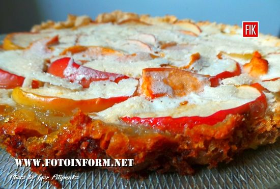 Рецепт этой вкусной пиццы довольно простой, слдакая и необычная пицца понравится не только вашим домашним, но и гостям.