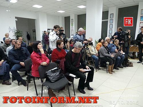 Наблюдается очень низкая явка избирателей на выборы. Об этом было сообщено во время четвертой информационной сессии в рамках Марафона в День выборов, которая состоялась сегодня, 25 октября, в Кировоградском пресс-клубе.